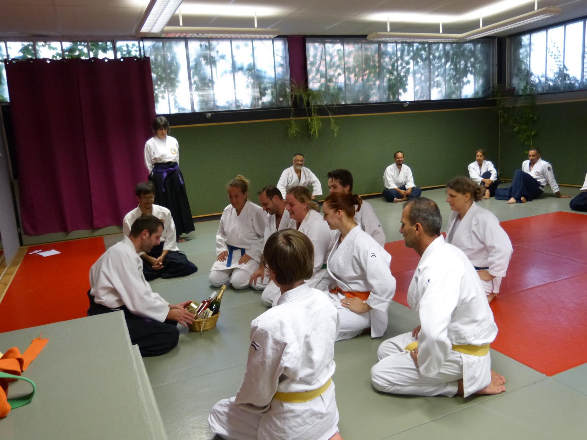 Wa-Jutsu Agenais, Maître Philippe Hantute recevant des présents de ses élèves 21 juin 2018