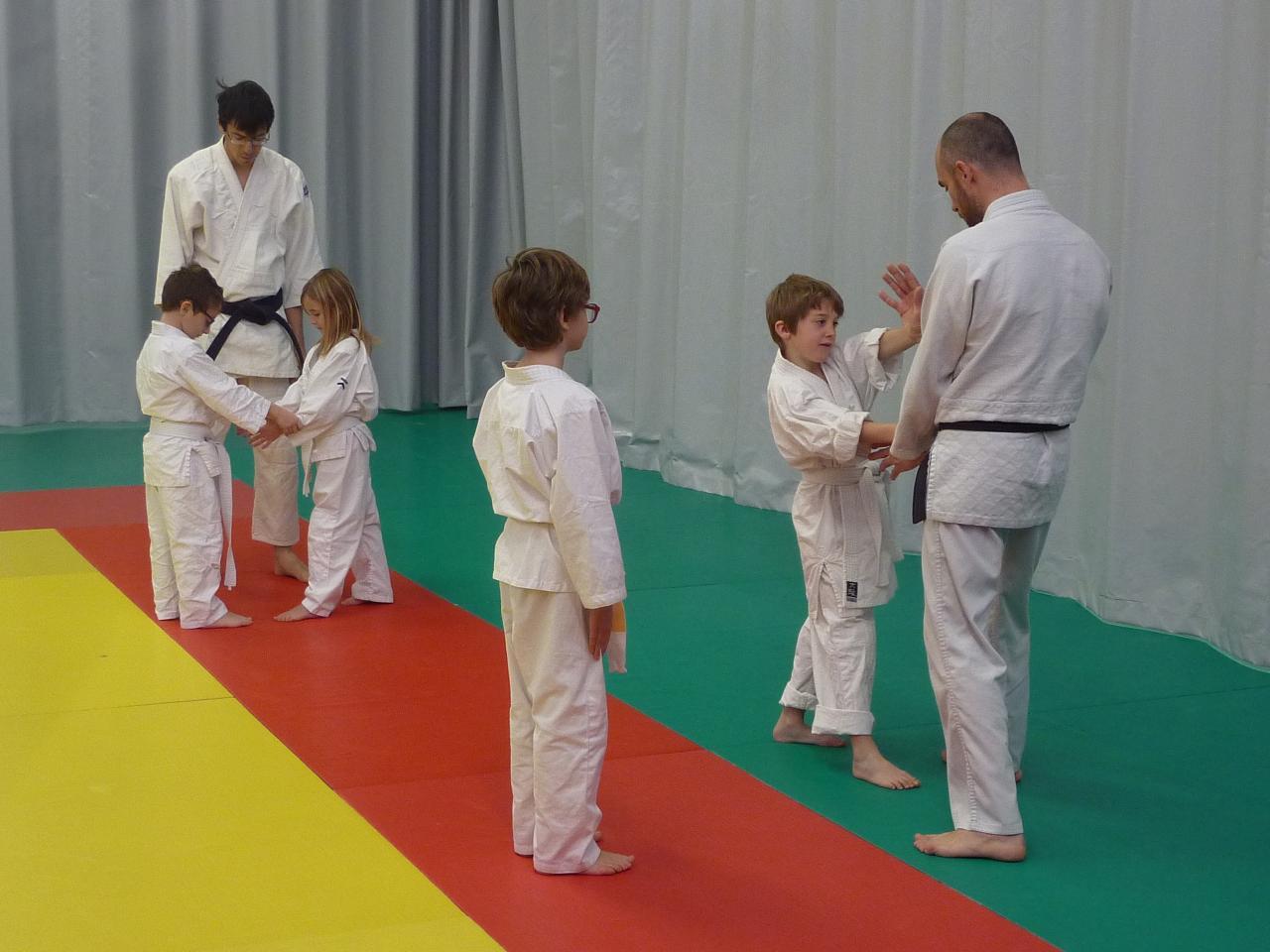 Cours 6-9 ans, étude kata debout, décembre 2017, Wa-Jutsu Villeneuvois